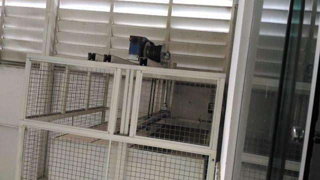 Elevador de Carga 2.000 kg com estrutura