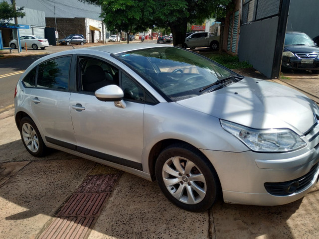 Citroen c4 glx 1.6 hatch 2012/2013 flex, cambio manual, completo financiamos - Foto 3