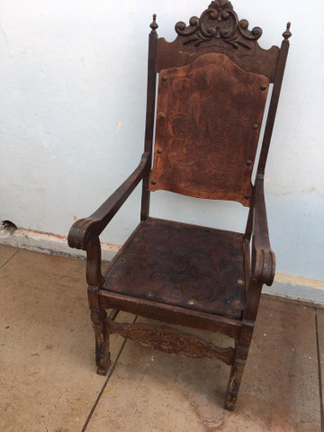 Cadeira Antiga de couro