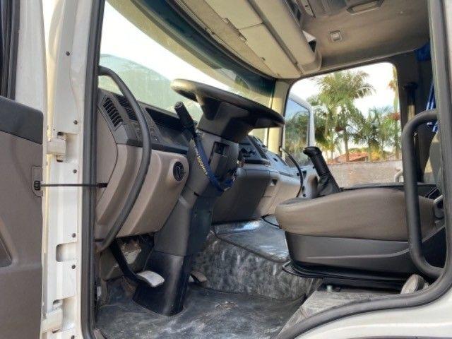 Vw-24.280 ano:13,branco,bi-Truck 8x2,com carroceria de 9 mts,ótimo estado. - Foto 17