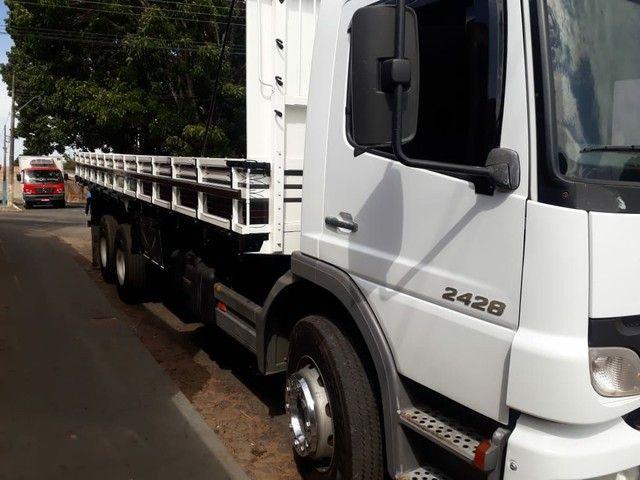 Caminhão carroceria MB Atego 2428 ano2011 - Foto 3