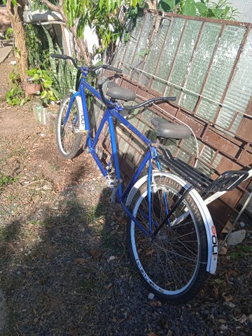 Bicicletas de duas e três pessoas a com dois lugares te bagagem