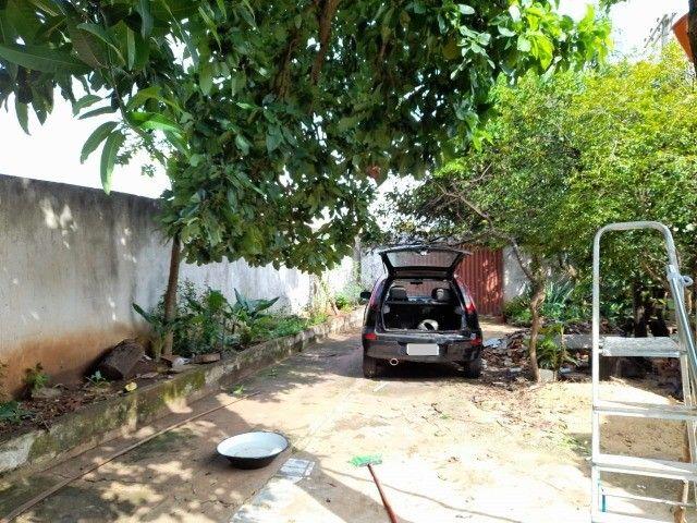 Lote no Shopping Park com uma casinha simples ao fundo R$ 110.000,00 - Foto 4