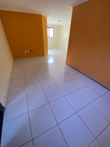 Bessa - Alugo apartamento térreo, 300mts do mar! 3/4, não tem área externa