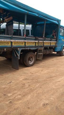 Caminhão 710 plus 2005