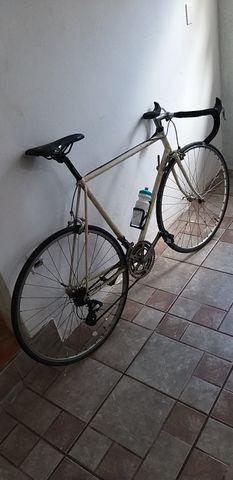 Bicicleta de Corrida marca PEUGEOT da França relíquia dos anos 80 peça rara - Foto 6