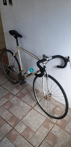 Bicicleta de Corrida marca PEUGEOT da França relíquia dos anos 80 peça rara - Foto 4