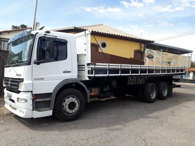 Caminhão carroceria MB Atego 2428 ano2011 - Foto 4
