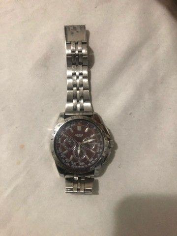 Vendo Relógio marca GUESS fundo marrom. - Foto 4