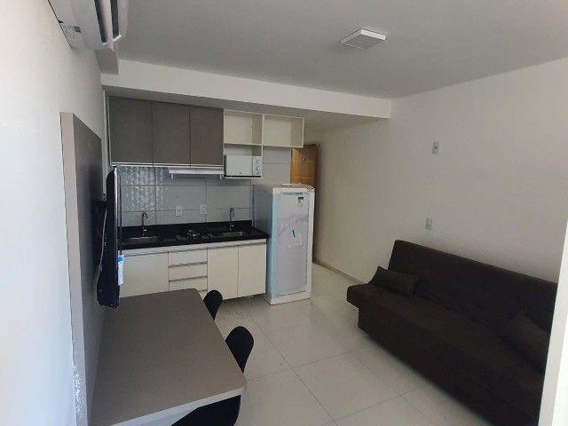 Flat com quarto separado na avenida!! - Foto 5