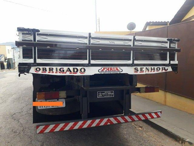 Caminhão carroceria MB Atego 2428 ano2011 - Foto 2