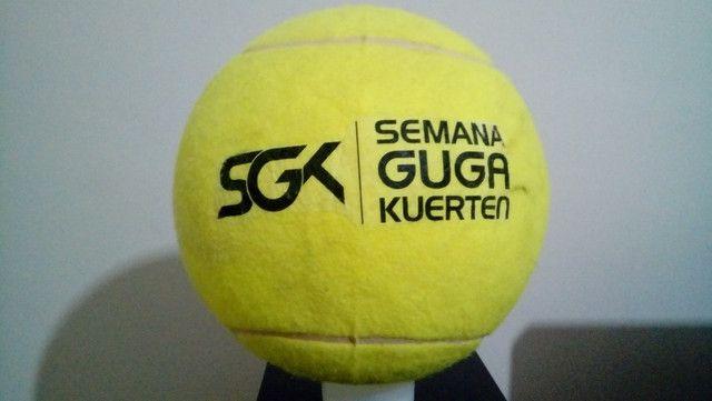 Kit com 9 bolas de tênis Gigantes Guga Kuerten ? Com Defeito - Foto 2
