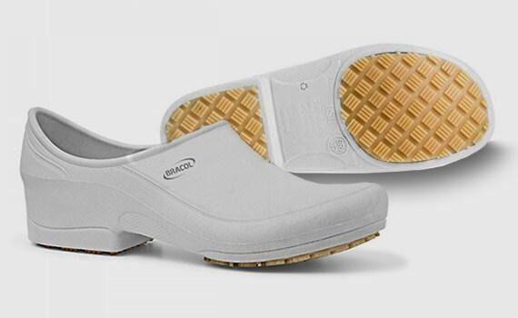 Sapato branco profissional novo