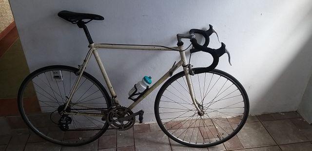 Bicicleta de Corrida marca PEUGEOT da França relíquia dos anos 80 peça rara