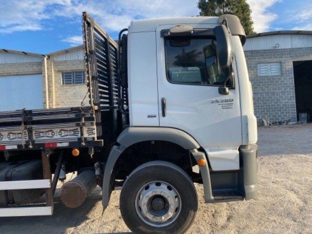 Vw-24.280 ano:13,branco,bi-Truck 8x2,com carroceria de 9 mts,ótimo estado. - Foto 9