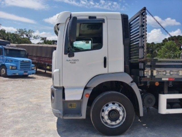 Vw-24.250 ano:11/12,branco,bi-truck 8x2,com carroceria de 9 mts,ótimo estado. - Foto 9