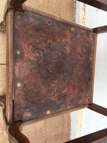 Cadeira Antiga de couro - Foto 4