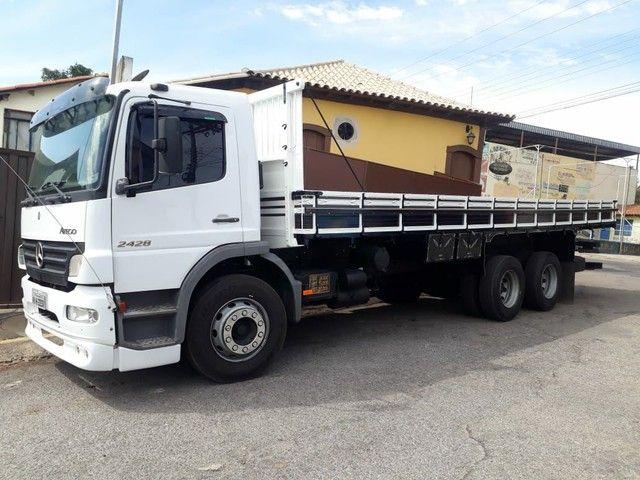 Caminhão carroceria MB Atego 2428 ano2011 - Foto 5