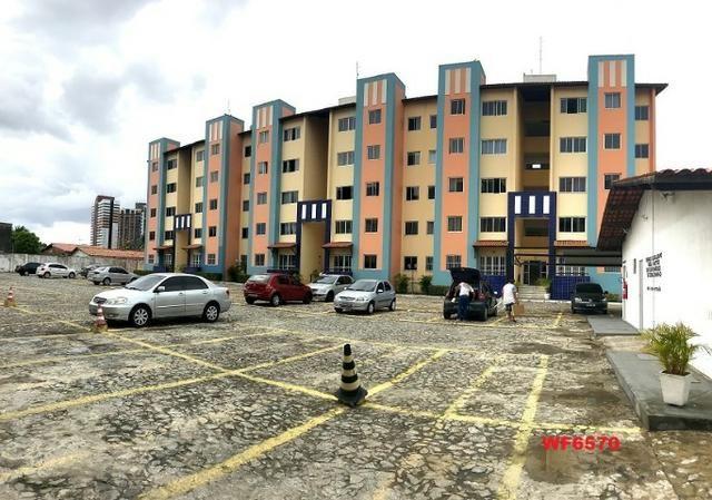 AP1052 Aimará, apartamento com 2 quartos, 1 vaga, condomínio no Cambeba, campo de futebol