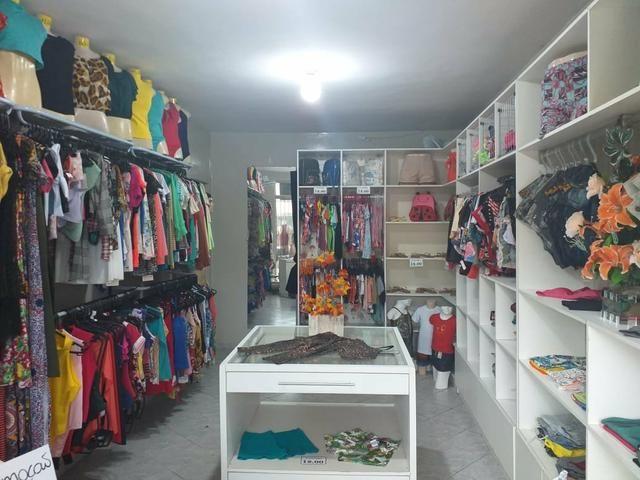 Vendo mobília e roupas da loja toda
