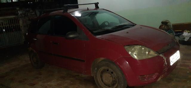 Vendo um Ford Fiesta Hatch vermelho - Foto 4
