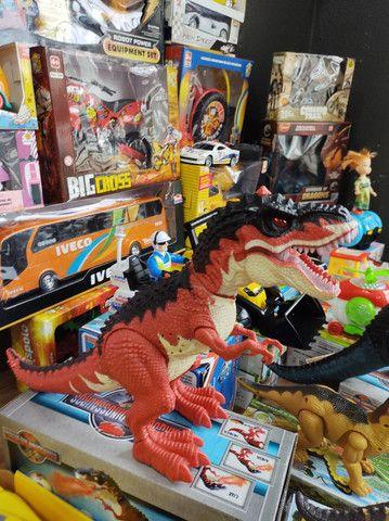 Dinossauro solta fumaça e ovo  - Foto 2