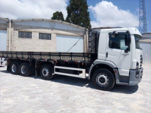 Vw-24.250 ano:11/12,branco,bi-truck 8x2,com carroceria de 9 mts,ótimo estado. - Foto 2