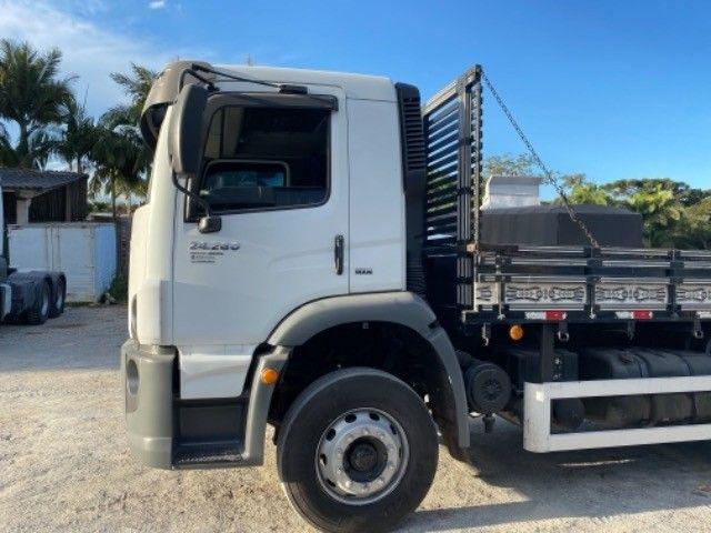 Vw-24.280 ano:13,branco,bi-Truck 8x2,com carroceria de 9 mts,ótimo estado. - Foto 3
