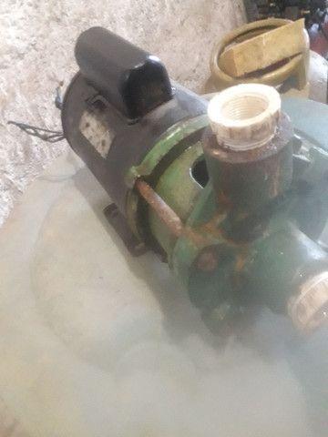 Vendo bomba centrífuga de meio cavalo da marca schneider - Foto 2