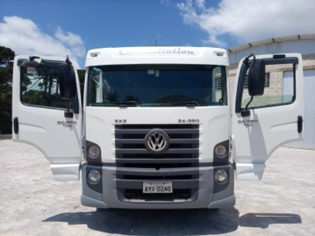 Vw-24.250 ano:11/12,branco,bi-truck 8x2,com carroceria de 9 mts,ótimo estado. - Foto 16