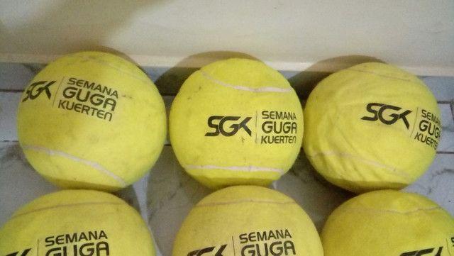Kit com 9 bolas de tênis Gigantes Guga Kuerten ? Com Defeito - Foto 4