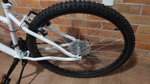 Bicicleta semi nova com marcha aro 26 - Foto 2
