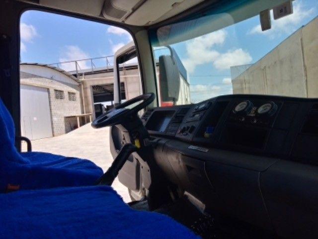 Vw-24.250 ano:11/12,branco,bi-truck 8x2,com carroceria de 9 mts,ótimo estado. - Foto 10