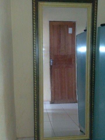 Um espelho  - Foto 2