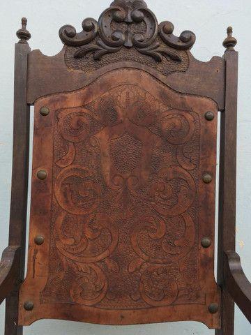 Cadeira Antiga de couro - Foto 2
