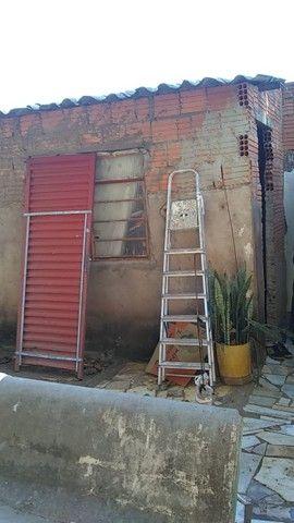 Lote no Shopping Park com uma casinha simples ao fundo R$ 110.000,00 - Foto 7