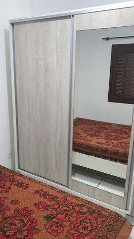 Apartamento dois dormitórios  com garagem totalmente  imobiliado e ar condicionado - Foto 3