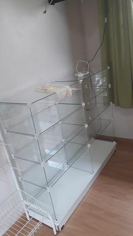 3 vitrines + mesa de vidro - Foto 2