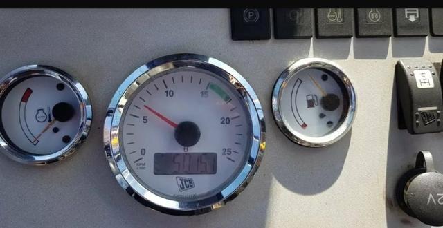 Retroescavadeira JCB 3c 4x4 cabinada - Foto 3