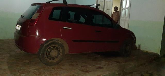 Vendo um Ford Fiesta Hatch vermelho - Foto 3