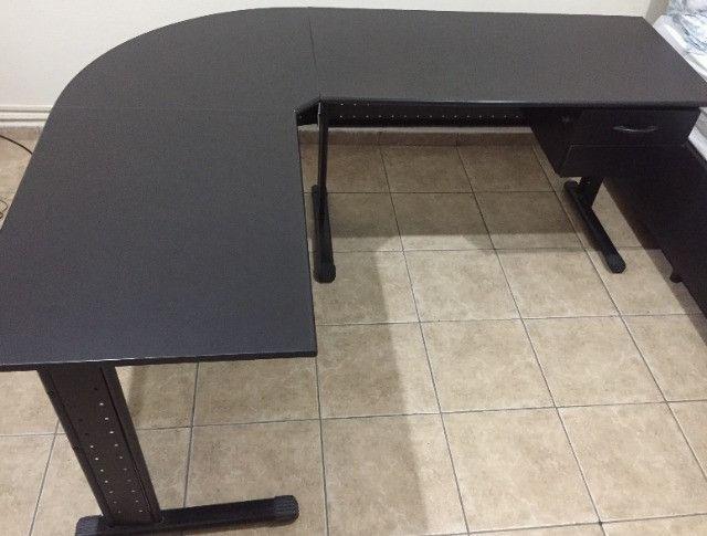 Mesa de escritório preta usado - Foto 4
