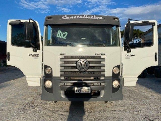 Vw-24.280 ano:13,branco,bi-Truck 8x2,com carroceria de 9 mts,ótimo estado. - Foto 5