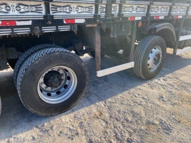Vw-24.280 ano:13,branco,bi-Truck 8x2,com carroceria de 9 mts,ótimo estado. - Foto 10
