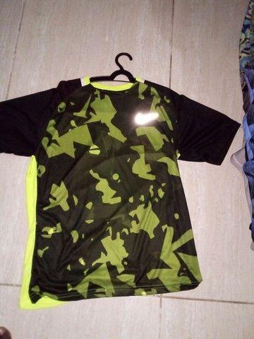 Camisas e bermudas Nike