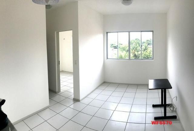 AP1052 Aimará, apartamento com 2 quartos, 1 vaga, condomínio no Cambeba, campo de futebol - Foto 3