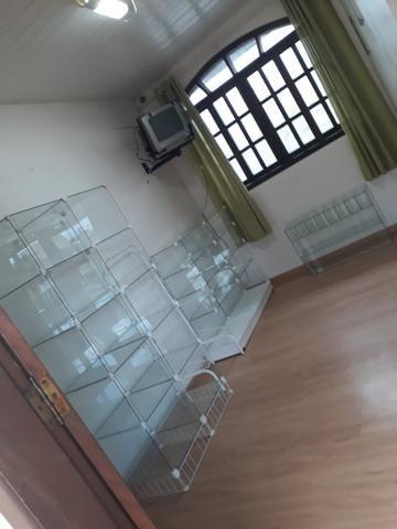 3 vitrines + mesa de vidro