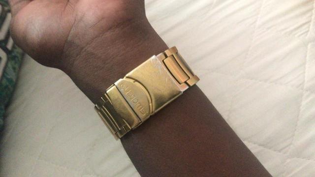 de4d721c3f7 Swatch série ouro cara branca - Bijouterias
