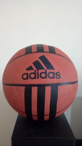 Kit Com Duas Bolas De Basquete - Nike e Adidas com defeito de fábrica