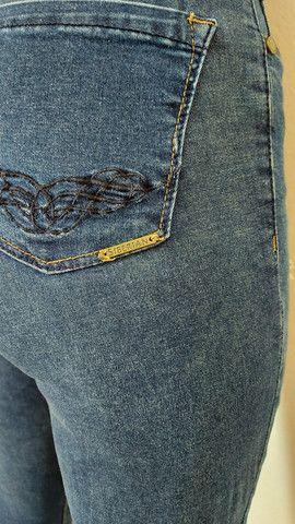 Calça jeans Siberian, blusa tricô preta, bermuda alfaiataria, camiseta forever 21  - Foto 6