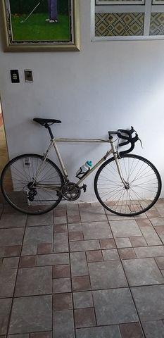 Bicicleta de Corrida marca PEUGEOT da França relíquia dos anos 80 peça rara - Foto 2